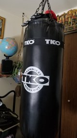 100 pound Technical Knockout Heavy Punching Bag - $75 (Bartlett) in Schaumburg, Illinois