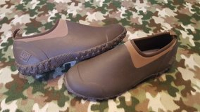 Like New Muck boots Muckster II Size 11 Low cut in Fort Leonard Wood, Missouri
