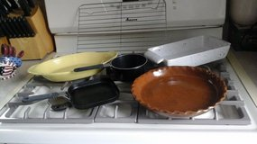 Earthenware  bakeware/ Cooling Rack/Single Serve Frying Pan &Sauce Pan in Glendale Heights, Illinois