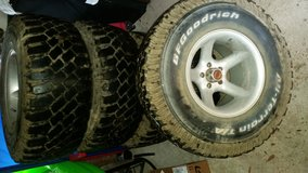 5 33x12.50 r15 rims and tires. in Lake Charles, Louisiana