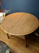 Round kitchen table in Westmont, Illinois
