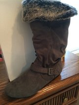 Women's boots brand new never worn in Fort Knox, Kentucky