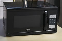Oster 1.1 Cubic Ft. Microwave oven in Glendale Heights, Illinois