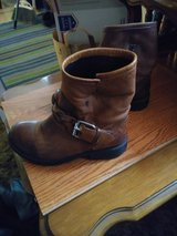 Women's Size 8 LEATHER Ankle BOOTS in Travis AFB, California