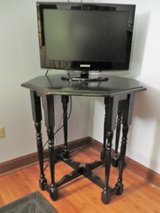 BLACK SOLID WOOD 8-LEGGED GATE TABLE - VERY UNIQUE!! in Glendale Heights, Illinois