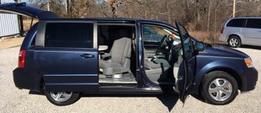 2008 Dodge Grand Caravan SXT, 3 DVD players!  Power Doors! in Fort Leonard Wood, Missouri