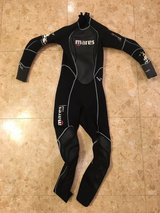 Childs wetsuit size 4 2.5mm in Okinawa, Japan