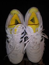 Mens Adidas tennis shoes sz 8.5 in The Woodlands, Texas