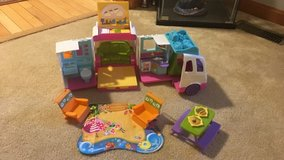 Fisher Price Loving Family - Beach Vacation Mobile Home in Quantico, Virginia