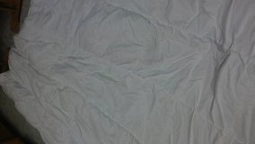 king size duvet insert move out sale name your price in Travis AFB, California