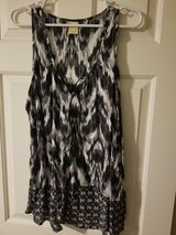 Ladies sleeveless black and white blouse in Spring, Texas