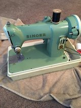 Working vintage singer sewing machine in Fort Campbell, Kentucky