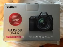 Canon EOS 5D Mark IV - with EF 24-70mm f/4L IS + Canon Battery Grip in Chicago, Illinois
