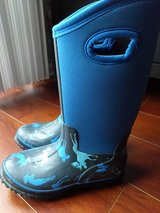Hatley boys rain boots new size 1M in Bartlett, Illinois