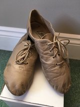 tan leather jazz shoes - size 5.5 in Glendale Heights, Illinois