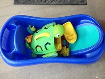Baby bath tub and toys in 29 Palms, California