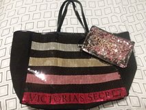 New Victoria Secret large tote with makeup bag in Fort Campbell, Kentucky
