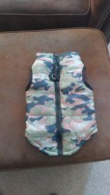 New Medium camo dog vest in Hopkinsville, Kentucky