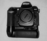 Nikon D200 - Body Only + MB-D200 Battery Grip in Stuttgart, GE