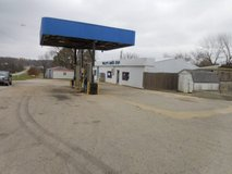 Convenience Store On Busy Highway 5 in Springfield, Missouri