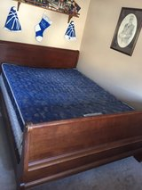 Queen sz Sleigh bed in Glendale Heights, Illinois