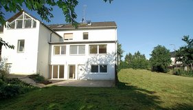 Hugh, spacious & light 6+Bed-/3Bath-Apartment – >2.870sqft + beside rooms, lawn & patio in Spangdahlem, Germany