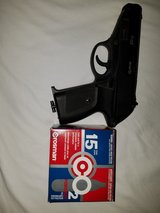P-23 Air pistol and 15 CO2 cartridges in Alamogordo, New Mexico