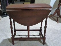 ANTIQUE SIDE DROP TABLE - ROUND in Glendale Heights, Illinois