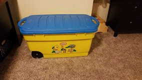Little Tikes Rubbermaid toy box in St. Charles, Illinois