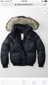 NWT Abercrombie & Fitch Navy Puffer Jacket in Wiesbaden, GE