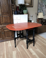 Table in St. Charles, Illinois
