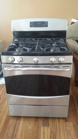 Very Nice , Clean Gas Convection Stove in Oswego, Illinois