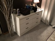 2 dressers And 2 nightstands in Oswego, Illinois