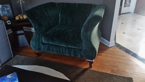 BEAUTIFUL AND BIG GREEN VELVET CHAIR , EXCELLENT CONDTION!!!!!! in Chicago, Illinois