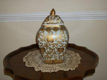 Large Beautiful Urn/Perfect Condition (From Bombay Company) in Aurora, Illinois