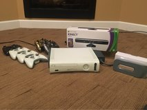 Huge Xbox 360 Bundle, 6 controllers and new Kinect in St. Charles, Illinois