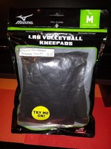 Mizuno LR6 volleyball knee pads. Size M in Fort Campbell, Kentucky