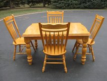 Table & Chairs in New Lenox, Illinois