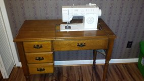 SINGER SEWING MACHINE IN CABINET in Perry, Georgia