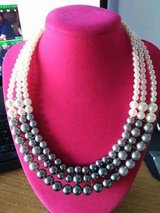 NEW Paparazzi Accessories Necklace ..comes with Free Matching Earrings ! in Kansas City, Missouri