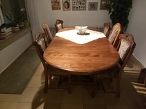 Solid oak dining room table  with 6 chairs in Baumholder, GE
