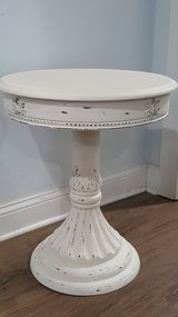 Round pedestal end table in Bolingbrook, Illinois