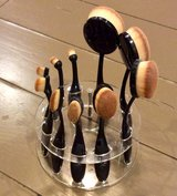 Makeup Brush Set and holder in Fort Leonard Wood, Missouri