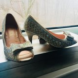 Dazzling champagne peep toe heels - 7.5 + FREE matching clutch! in Ramstein, Germany