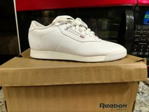 REEBOX SIZE 6 WORN ONCE in Cherry Point, North Carolina