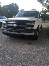 2006 Chevy Silverado ext can in Fort Campbell, Kentucky