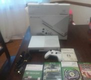 XBOX One 500gb with games in Fort Lee, Virginia