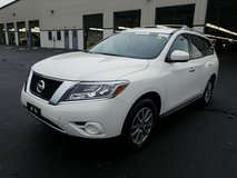 '14 Nissan Pathfinder SV 4WD 7 Seats in Spangdahlem, Germany
