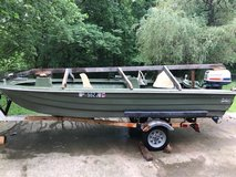 Bee craft boat in Clarksville, Tennessee