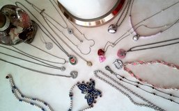 Necklaces new in Bolingbrook, Illinois